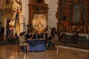 Los autores del libro junto al presidente, la camarera de la Virgen y la concejala de cultura de Lorca.